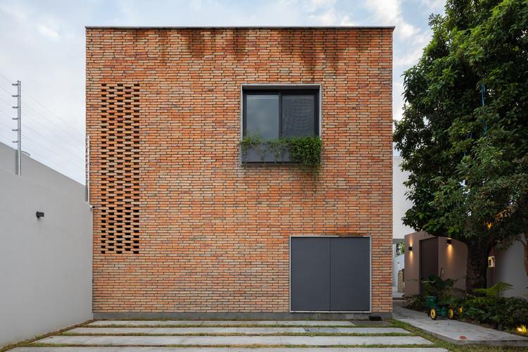 JE House / LR Arquitectura, © Horacio Virissimo
