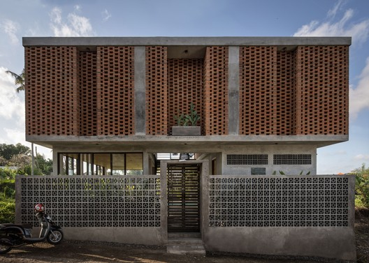 Uma Bulug Guest House / Biombo Architects