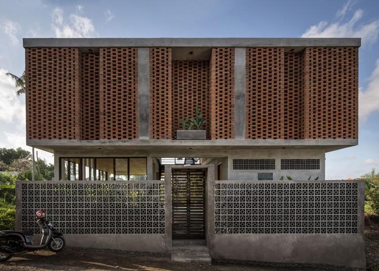 Uma Bulug Guest House / Biombo Architects, © KIE