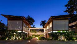 Juquehy Praia Hotel - Solarium, Alojamento e Apoio / Piratininga Arquitetos Associados