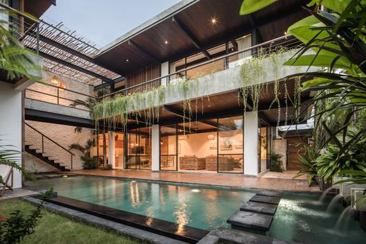 Suncoast Villa / Biombo Architects