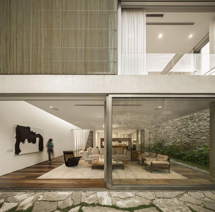 Casa C / Studio Arthur Casas, © Fernando Guerra | FG+SG