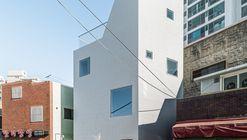 Thumbs up Building / moc architects