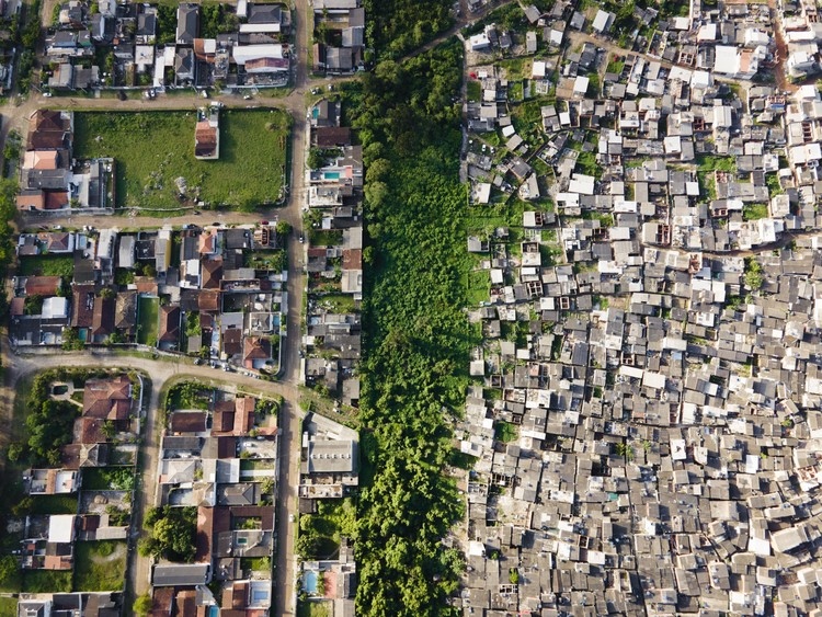 """""""Brazil is Synonymous with Inequality"""": Aerial Images Reveal Wealth Gap in Brazilian Cities, Guaruja, São Paulo. Image © Johnny Miller / Unequal Scenes"""