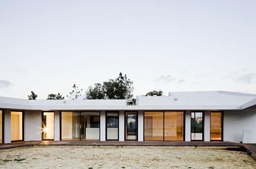Casa Miraventos / ComA