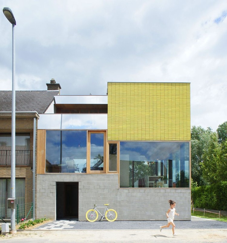 Pantone's Color of the Year 2021: Yellow and Grey in Architecture, Stephanie & Kevin / Atelier Vens Vanbelle. Image Courtesy of Atelier Vens Vanbelle