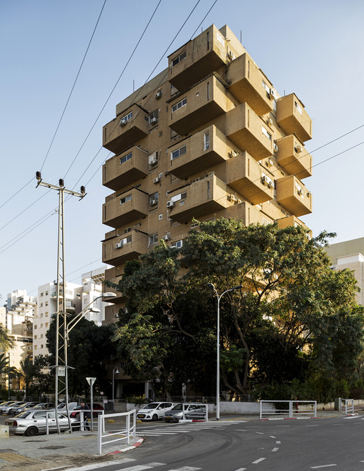 """Drawer Tower"" Residential Building - Moshe Lupenfeld and Giora Gamerman (1962-1967). Image © Stefano Perego"