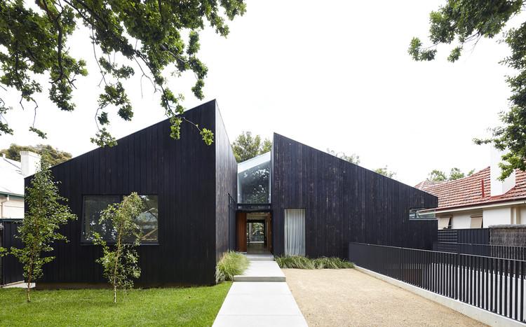 Casa de cedro / JPE Design Studio, © Sam Noonan