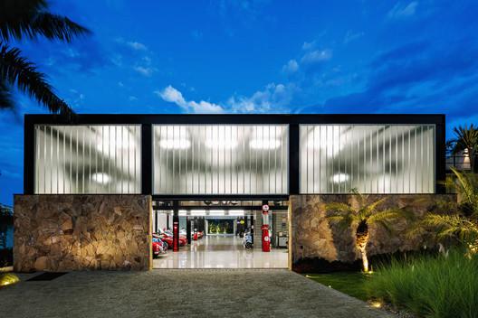 Pavilhão Garagem / JRCARQ