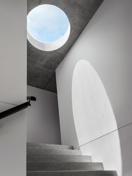 Functional And Symbolic: Circular Skylights in Homes and Public Buildings