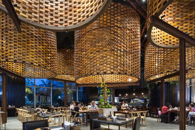 Pizza 4P's Restaurant Landmark 72 / ODDO architects, © Hoang Le