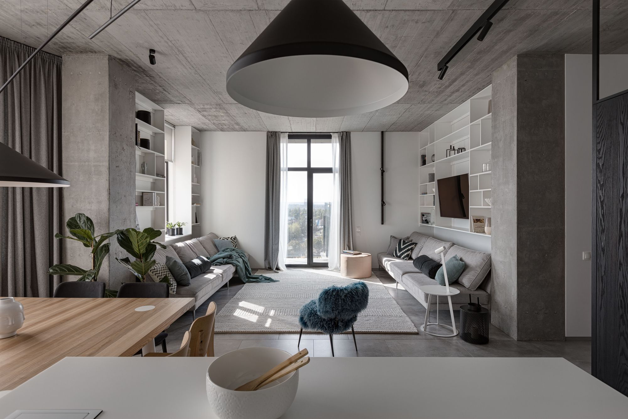 Deep Gray Apartment / Azovskiy + Pahomova