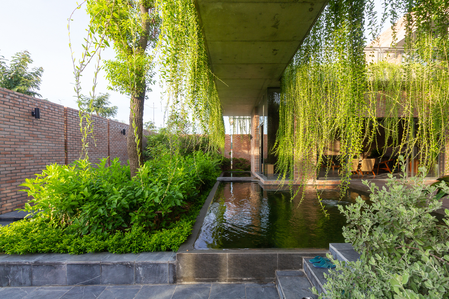 Adding Fresh Hanging Gardens to Residential Architecture