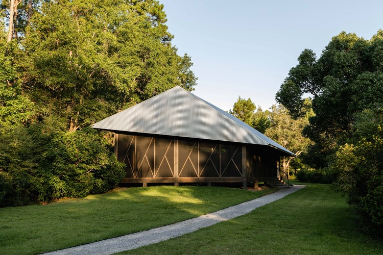 Twisted Run Retreat  / Tall Architects, © Coy Sellers
