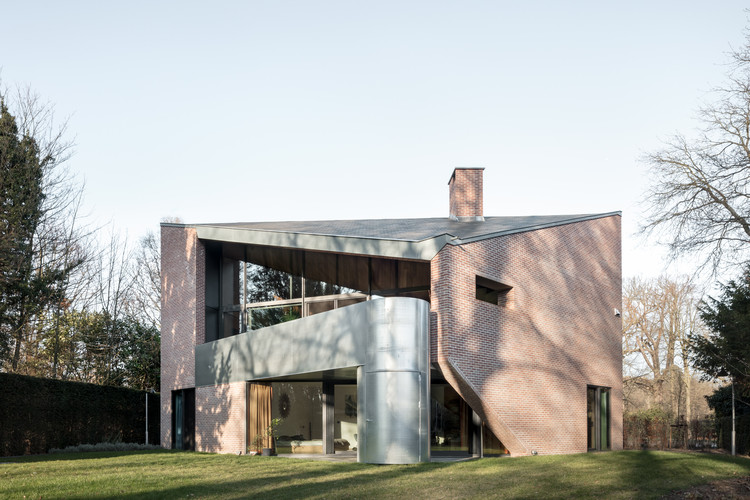 Free-Standing Residence on Historic Site / POLYGOON Architectuur, © Stijn Bollaert