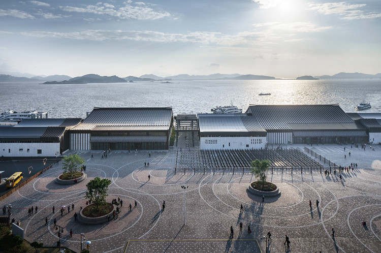 Putuo Mountain New Passenger Transportation Center / UAD, Aerial view of passenger transportation center and square. Image © Qiang Zhao