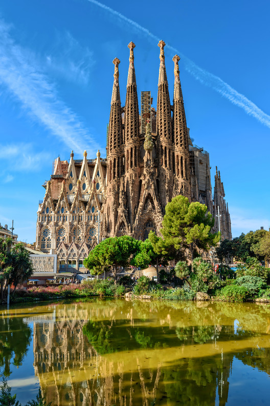 Clásicos de Arquitectura: Sagrada Familia / Antoni Gaudí, Sagrada Familia. Image © Valery Egorov | Shutterstock