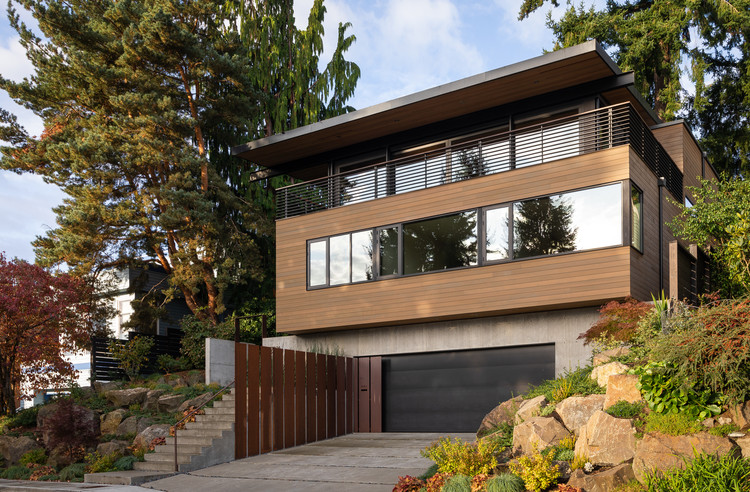 View Ridge Residence / Heliotrope Architects, © Haris Kenjar