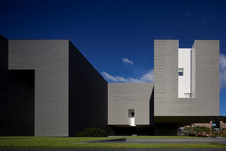 Amore Pacific Research and Design Center  / Álvaro Siza Vieira + Carlos Castanheira + Kim Jang Kyu, © Fernando Guerra | FG+SG