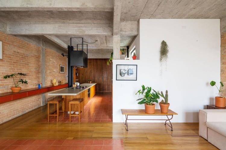 Os melhores apartamentos brasileiros de 2020, Apartamento Arouche / guará arquitetura + Vão. Imagem: © André Scarpa