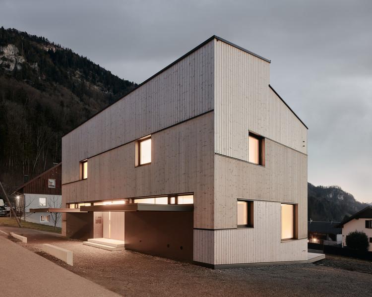 Duplex on a Hillside / MWArchitekten, © Adolf Bereuter