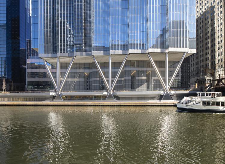 Edificio de oficinas 110 North Wacker Drive / Goettsch Partners, © Nick Ulivieri Photography