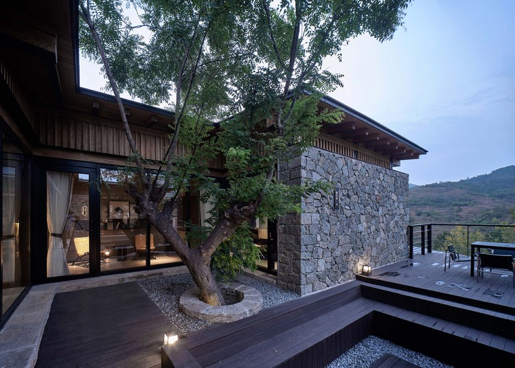#8 courtyard. Image © ZY Architectural Photography