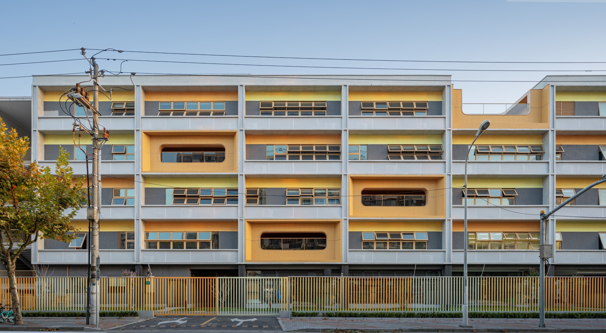 Huazhan Campus of Shanghai Gaoan Road No. 1 Primary School / Scenic Architecture Office