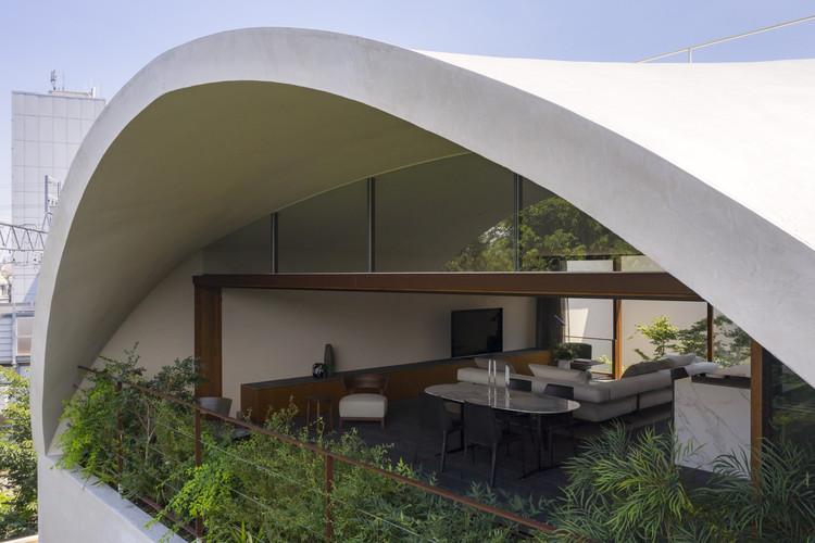 Sky Cave House & Clinic / IKAWAYA Architects, © Akinobu Kawabe