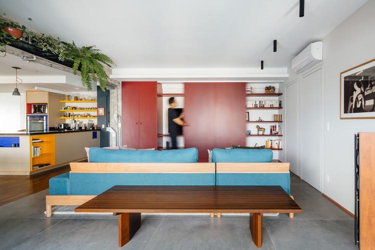 Ampliação de Apartamento no Edifício Brasil / Alvorada Arquitetos. Imagem: © Pedro Kok