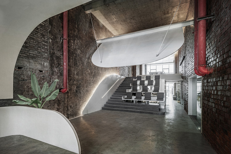 Office Renovation in Old Factory / Qing Studio, © Xing Luo