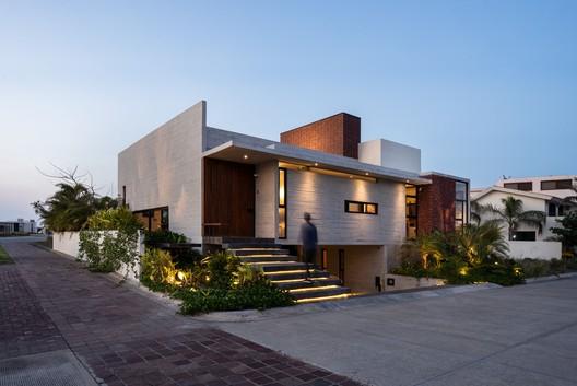 Casa Crucita / TALLER AGF