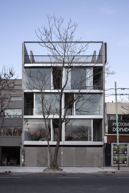 Edificio Donado 4432 / moarqs