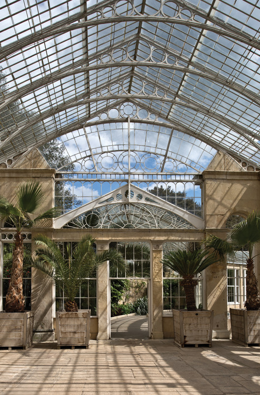 Syon Park Conservatory / Photo by Alan Stein. Image Courtesy of Princeton Architectural Press