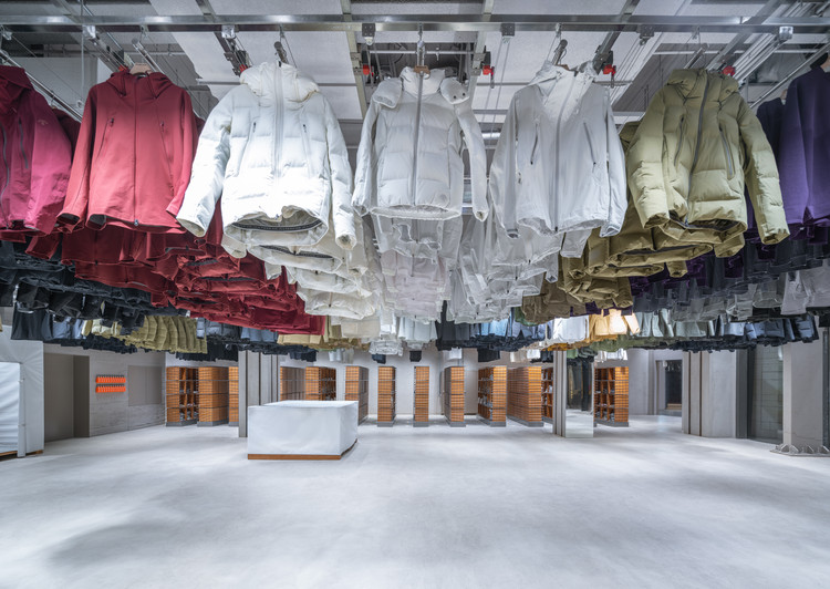 DESCENTE BLANC Beijing / Schemata Architects + Jo Nagasaka, © CreatAR Images