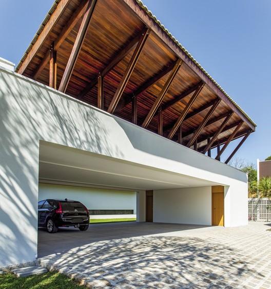Casa Andaluz / Jayme Bernardo Arquitetura