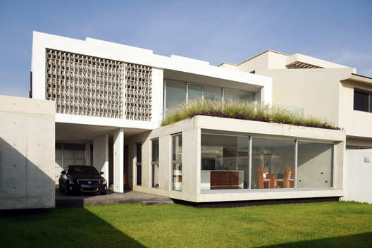 Casa Abulón / OBRA BLANCA