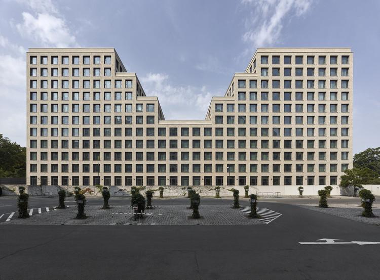 Hotel y edificio de oficinas Werdauer Weg / Max Dudler, © Stefan Müller