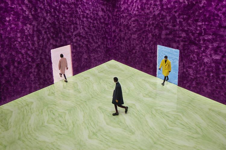 Rem Koolhaas explora a qualidade sensorial dos materiais no Prada FW21 Menswear Showpace, Courtesy of Prada Group