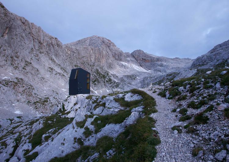 Bivouac Under Grintovec Shelter  / Miha Kajzelj architect, © Matevž Paternoster