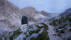 Bivouac Under Grintovec Shelter  / Miha Kajzelj architect