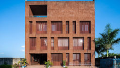 Edifício Administrativo da Dhaka International University / Archeground