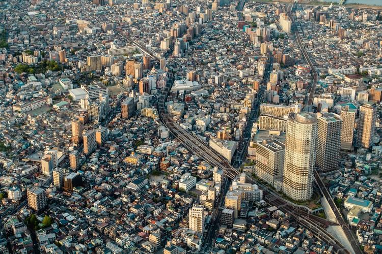 Estamos caminhando em direção à cidade genérica?, Tóquio, Japão. Foto de Vincent Camacho, via Unsplash