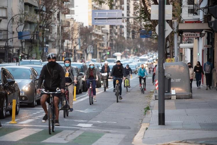 Buenos Aires expande rede cicloviária para avenidas principais em resposta à Covid-19, Buenos Aires. Foto via Buenos Aires Ciudad