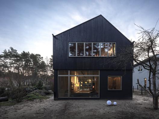 Schulzendorf House /  Transstruktura