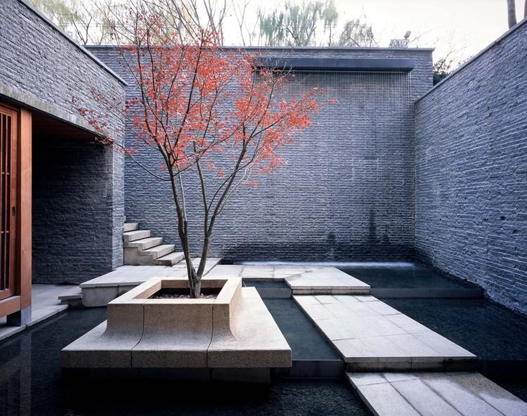 sunken atrium. Image © Hao Chen