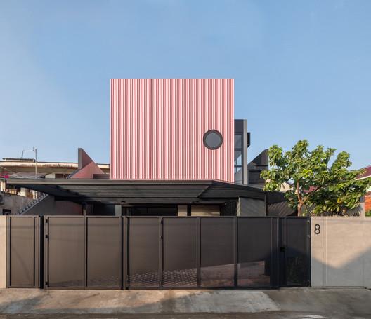 Cempaka Putih House / Studio Arsitektropis