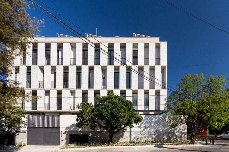 Condominio Colomos  / Trópico de Arquitectura + GONZALEZFRANCO Arquitectura, © Nicolás Covarrubias