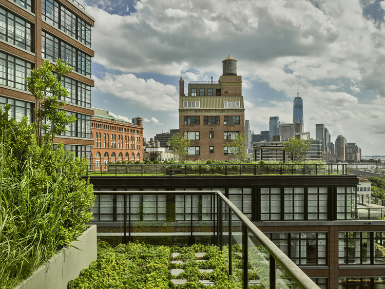 150 Charles Apartment Building / COOKFOX Architects. Foto © Frank Oudeman