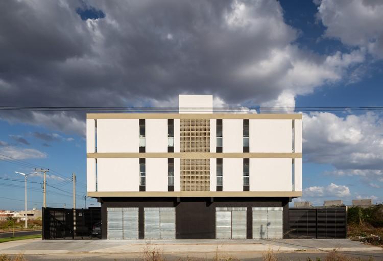 Houses + Mixed Building MBV2 / Rede Arquitetos, © Igor Ribeiro